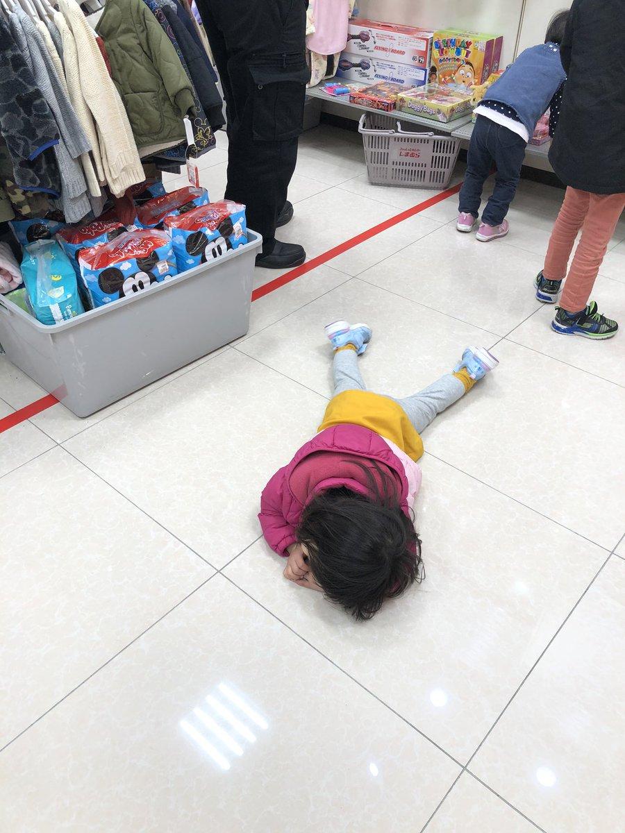大人一人なら100均の買い物が5分で済むけど、2才児連れてたらご機嫌取りに余計な物買うから1時間かかる