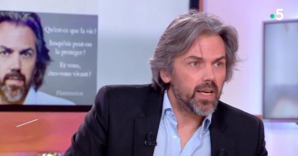 ヴィーガンのアイメリック・キャロンさん『コロナウイルスにも生きる権利がある。尊重するべきだ』と主張してしまうwww