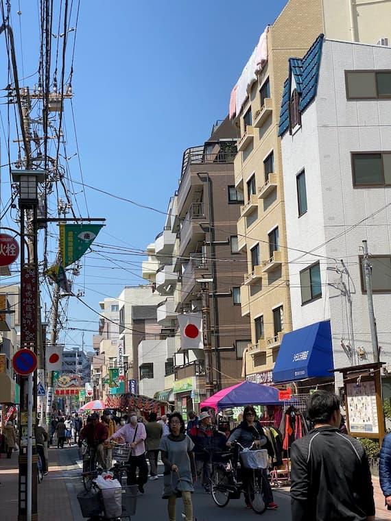 感染拡大がする中で東京の巣鴨では縁日が開催されてしまう・・・