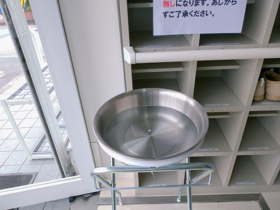アルコール除菌スプレーより効果的!台所洗剤を200倍に薄めた「界面活性剤」は乾燥しても残り感染から手を守ります!