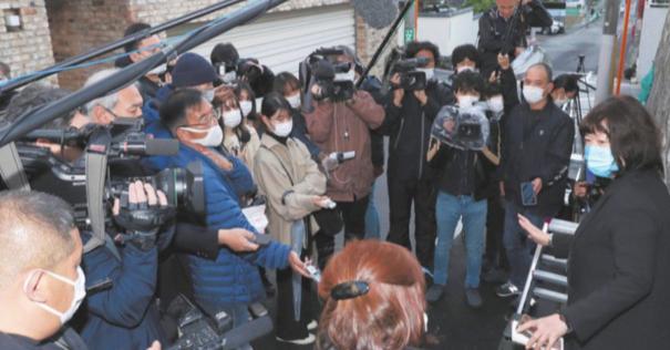 岡江久美子さんの自宅前に集まるマスコミ報道陣に批判殺到!マスクしてない人も・・・