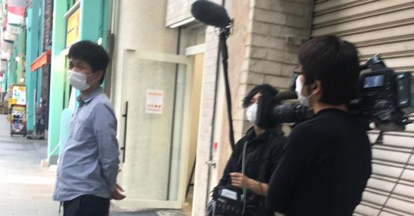 吉祥寺サンロードでテレビ局各社が人混みになる一瞬を待ってる?ような不要不急の取材をしていた