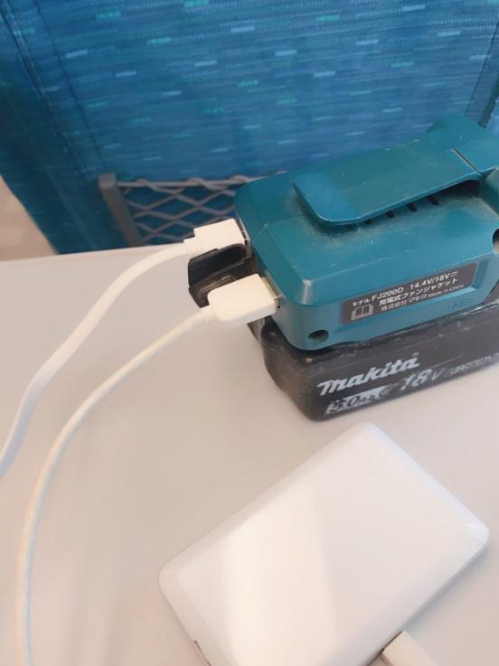 電動工具のマキタのカッコよくてゴツイ!おすすめ商品まとめ:マキタ USB電源アダプタ14.4V/18Vバッテリ用 ADP05