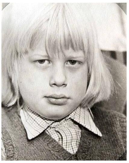 小池栄子の卒業アルバムの写真が今と変わらず凄いけど「3才の石原良純」には誰も勝てないww:ジョンソン首相の昔の写真