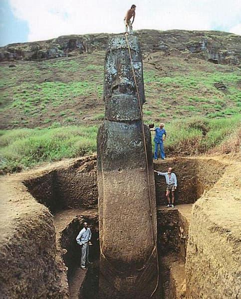 イースター島のモアイ像の胴体が発見され全体像が判明!