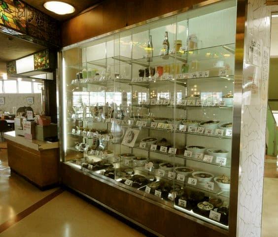 昭和のデパートの最上階の大食堂って今思うとささやかだけど、贅沢で幸せな時間だった