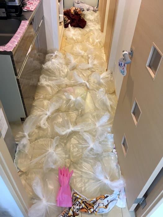 大雨や台風で床上浸水して来た場合の対処法は水のうを床に敷き詰めてください!