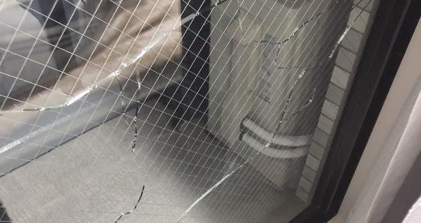 【注意喚起】気温35度、室温をエアコンで冷房18度にすると窓が割れます。