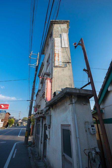 伝説のクソ物件(事故物件)が盛り上がり中!:薄い建物