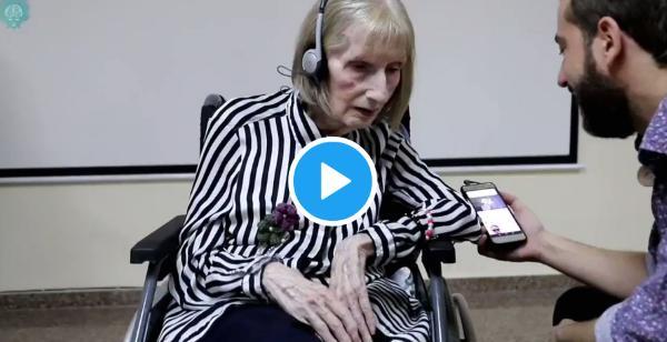 アルツハイマーで記憶を失った元バレエダンサーの女性、『白鳥の湖』を聴かせると・・・・【動画】