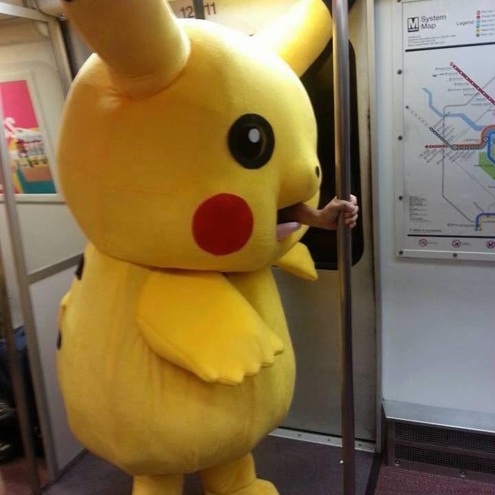 電車で中の人が疲れたピカチュウが目撃される!