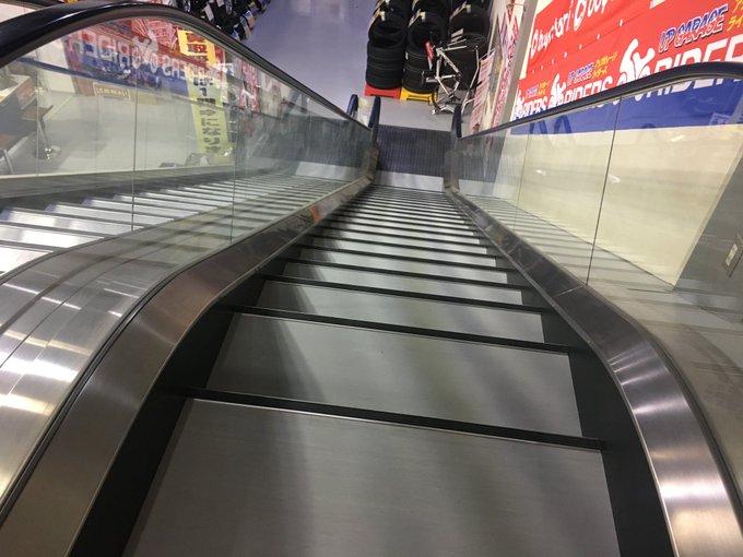 元エスカレーターが階段として再デビューwww