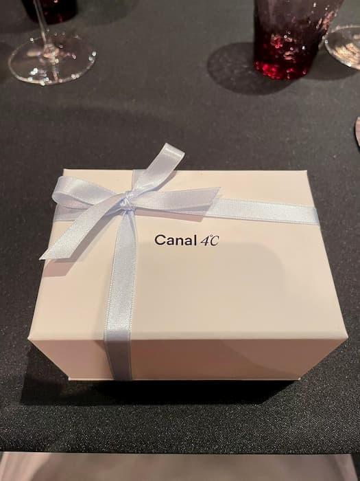 30歳女性が、カナル4℃のオルゴール付きネックレスをクリスマスプレゼントにもらったことを投稿し賛否両論!?