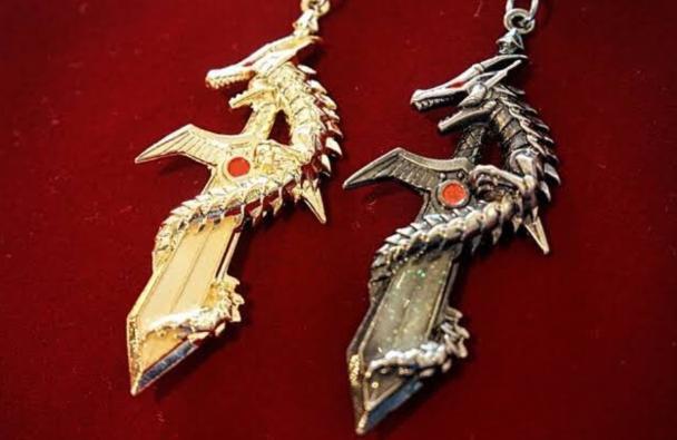 男性に置き換えるとドラゴンのキーホルダー(魔界のドラゴン夜光剣)がNG?笑