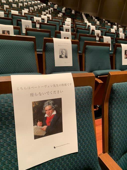 こちらベートーヴェン先生の座席です。座らないでください