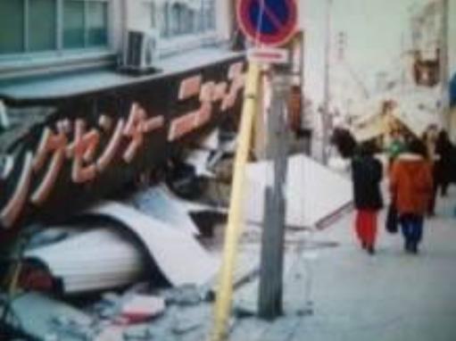 SF映画ではありません。26年前の阪神淡路大震災での神戸の姿です。