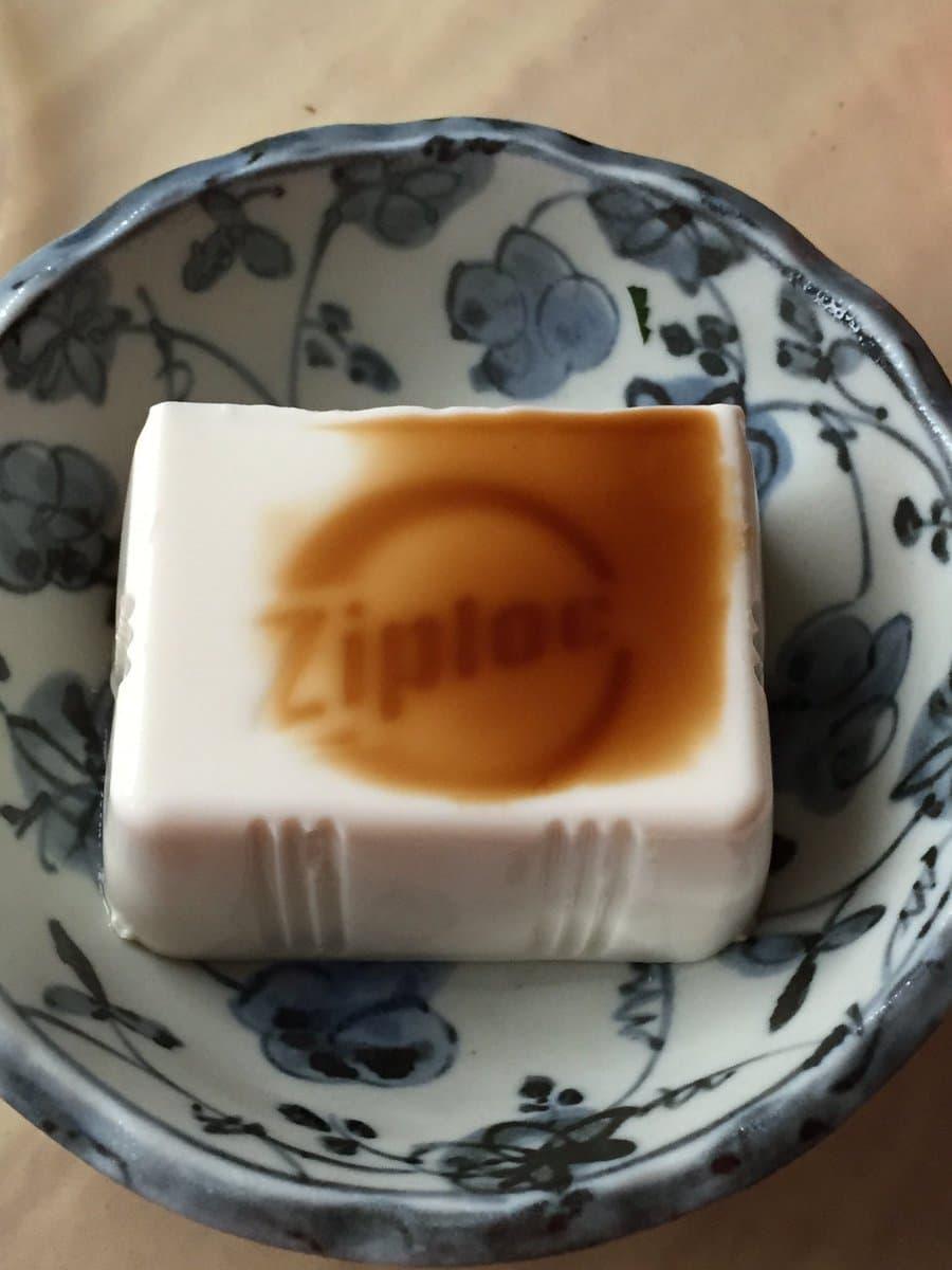 ジップロックの容器に豆腐入れて保存してたら、カッコよくなってた件www