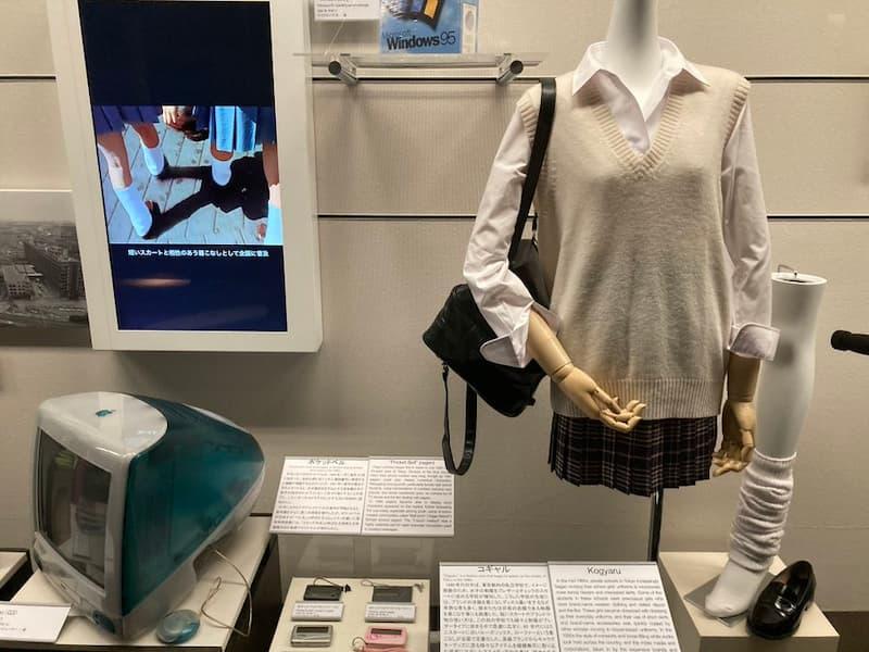 【悲報】「コギャル」と「初代iMac」、「ポケベル」が博物館入りしてしまうwww