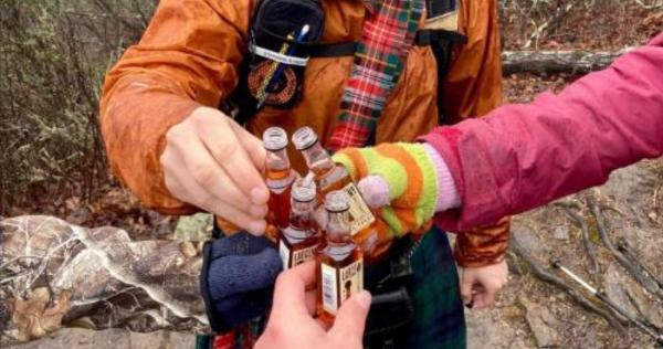 【瓶は4本、腕は3本?】4人目を見つけることができましたか?