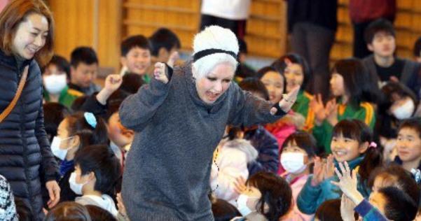 東日本代震災時、来日したシンディー・ローパーは、帰国せずチャリティーライブや被災地の慰問をしてくれていた。