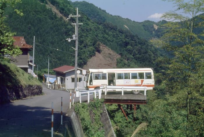 奈良県十津川村の「バスの転回場」が怖すぎる!