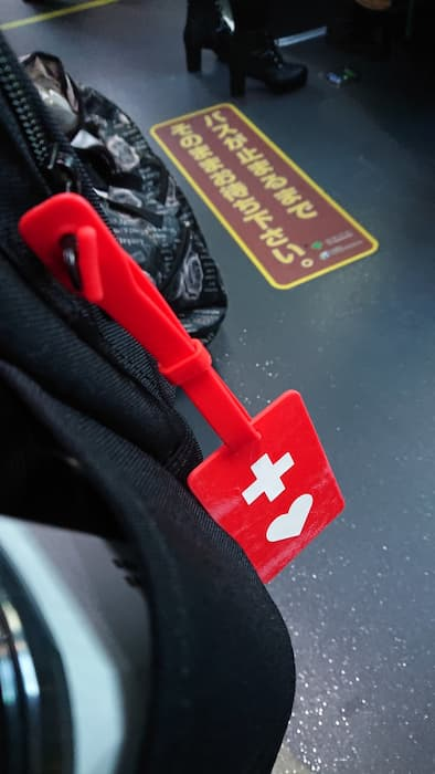 ヘルプマークを持っているのに、バスの優先席でお爺さんに「席を譲りなさい」と叱責されたけど・・・