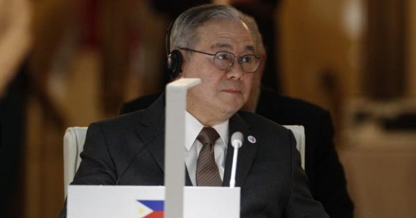 フィリピン外相、南シナ海に違法に停泊する中国船団に「うせやがれ」