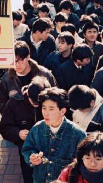 【転売屋がいない時代】昔の行列は純粋にドラクエ3が欲しくて並んでる人だった、並んでる皆が勇者だった