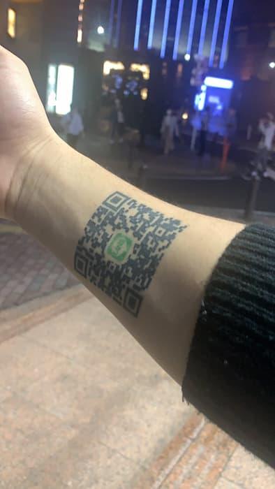 水商売スカウトマンさん、腕にLINEのQRコードの刺青を入れて覚悟を決めてしまうwww