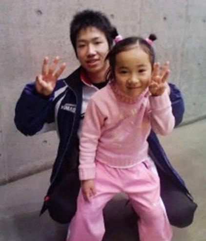 卓球の水谷隼選手と伊藤美誠選手、同じ小学校を出た幼馴染みでダブルス組んで金メダルを獲得!